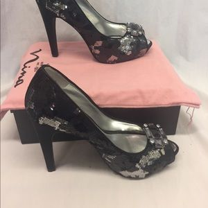Nina New York gray and black sequin pump heels